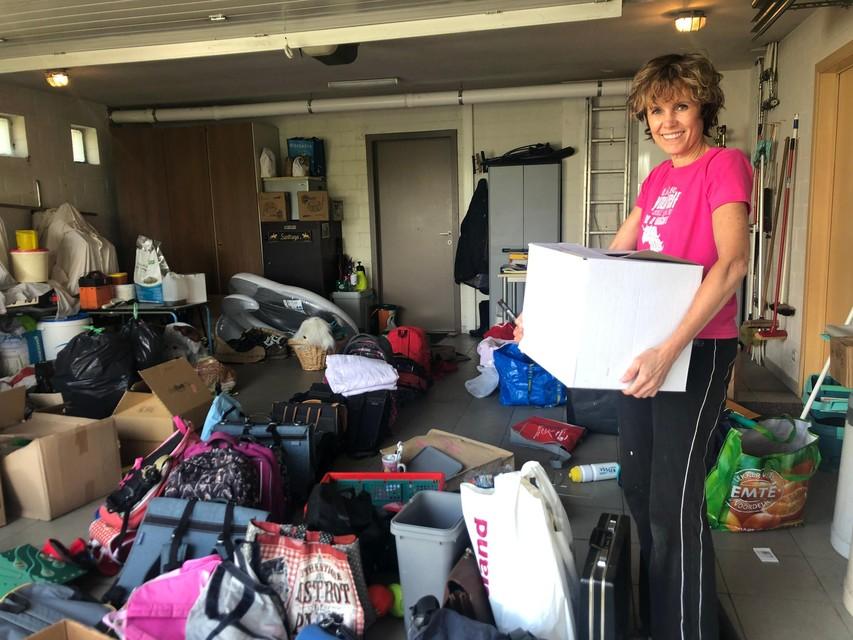 De garage van Elsje Ryheul in Kasterlee is maar net groot genoeg om alle ingezamelde spullen te stockeren.