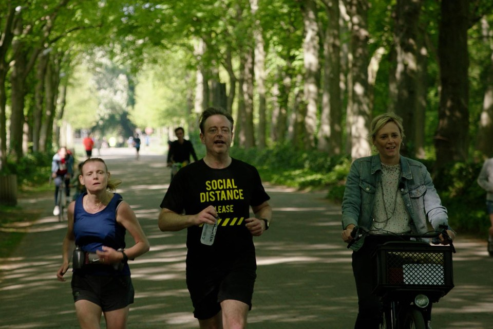 Ten Miles of niet, Bart De Wever en zijn vrouw Veerle houden een jaarlijkse traditie graag in ere. Reportagemaakster Petra De Pauw kiest wijselijk voor de fiets.