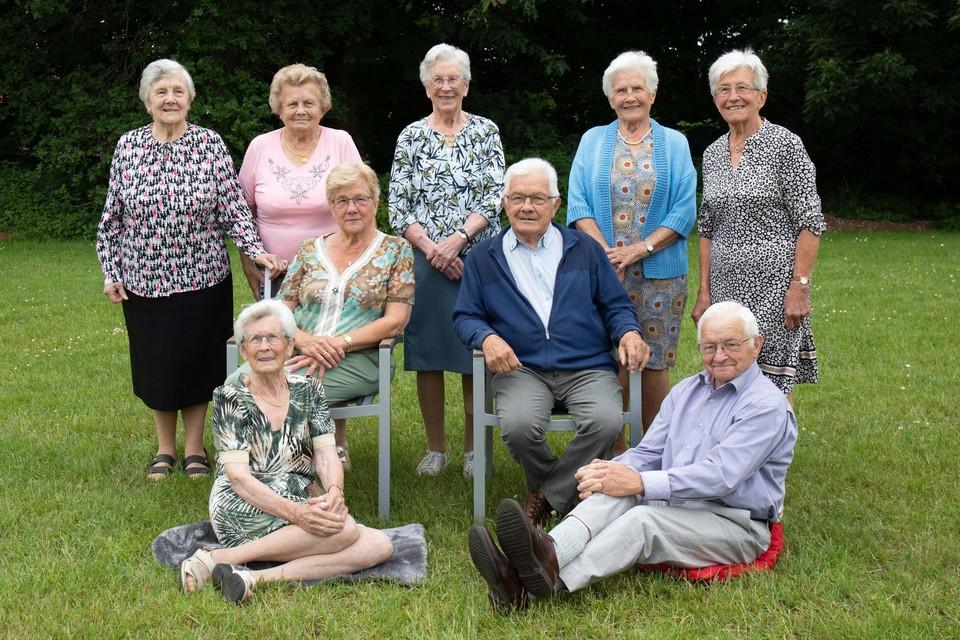 Mia, Fil, Virgenie, Josepha, Anna, Irma en Jef Smets zijn samen 777 jaar.