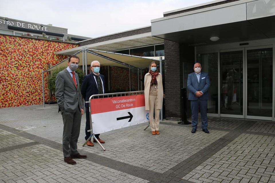 Minister Beke kwam een kijkje nemen in Sint-Gillis-Waas, waar de laatste hand wordt gelegd aan het vaccinatiecentrum.