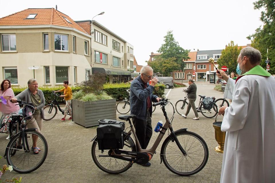 Johan en Anita zijn fervente fietsers. Eerder lieten ze in Scherpenheuvel hun auto wijden. Nu zijn de fietsen aan de beurt.