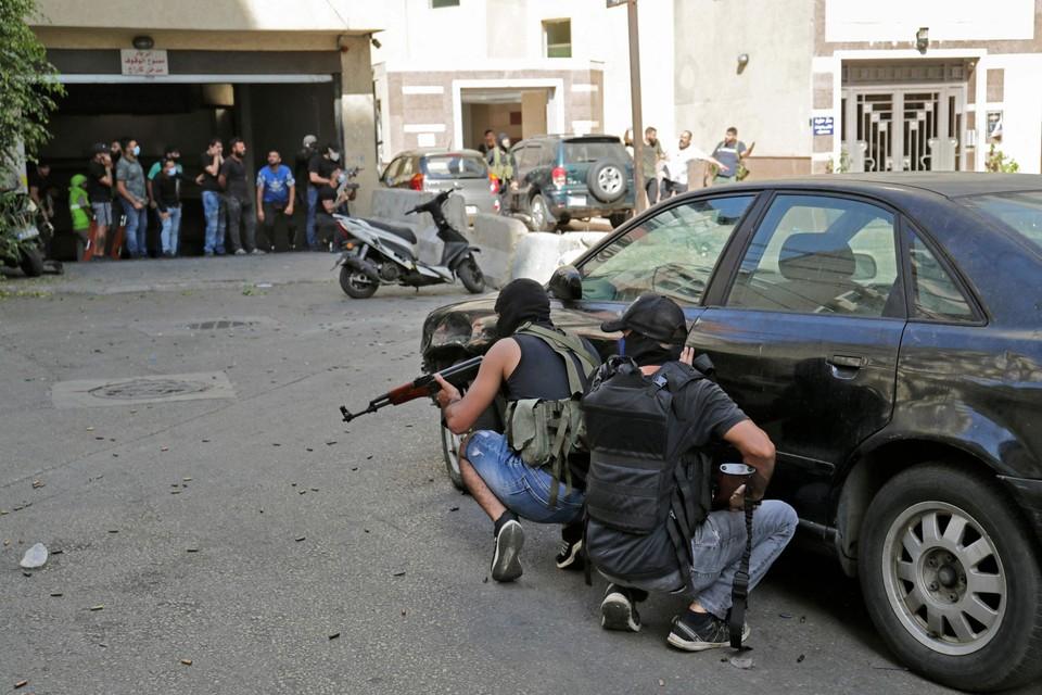 Milities gingen openlijk gewapend de straat op.
