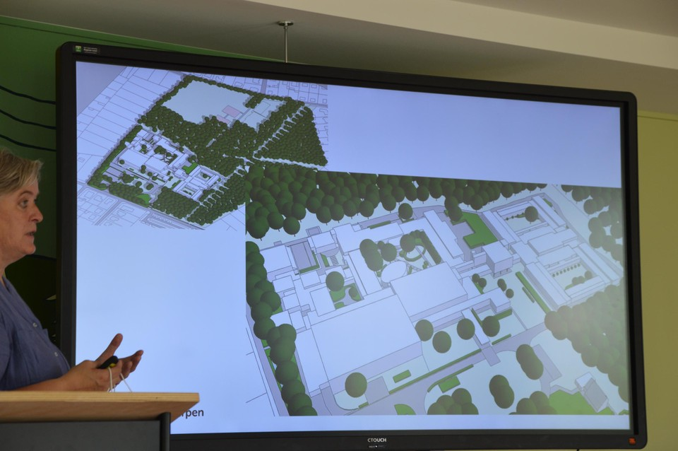 Architect Nel Lernout licht het masterplan toe.