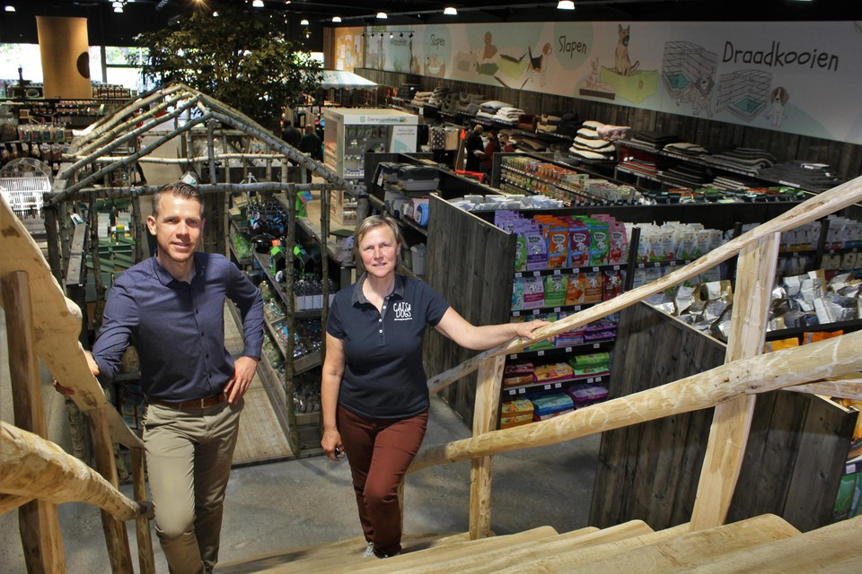 Kevin Massart en zijn moeder Brigitte Pettens in de winkel in Lier.