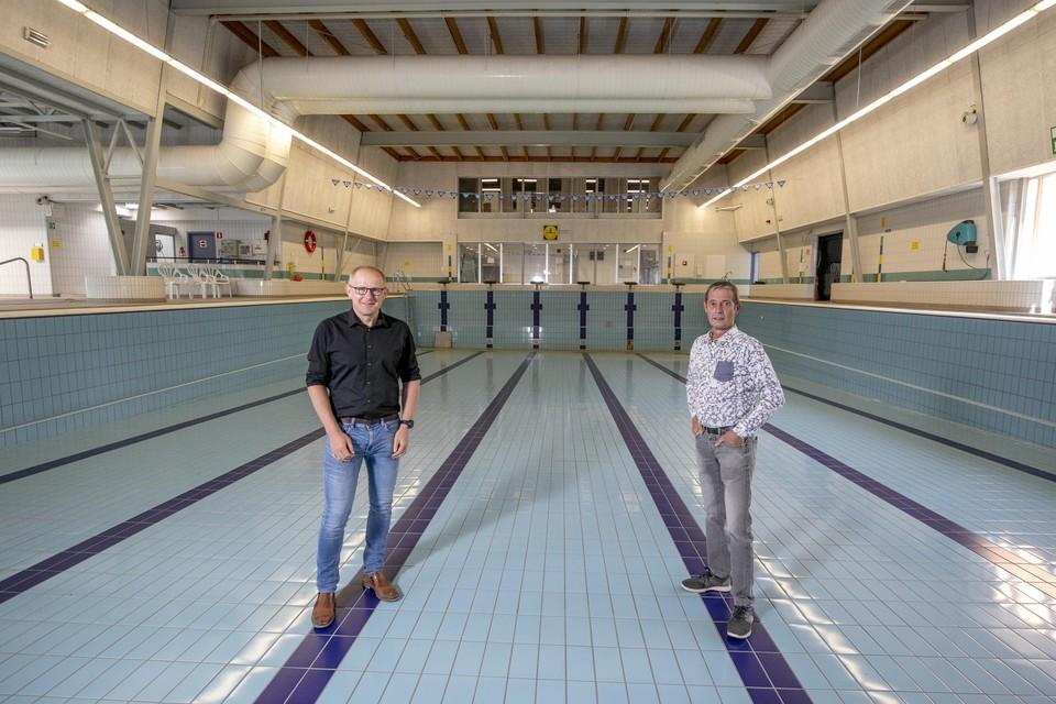 Schepenen Tom Covens en Luc Luyten bewandelen een nieuwe piste om het Nijlense zwembadprobleem op te lossen.