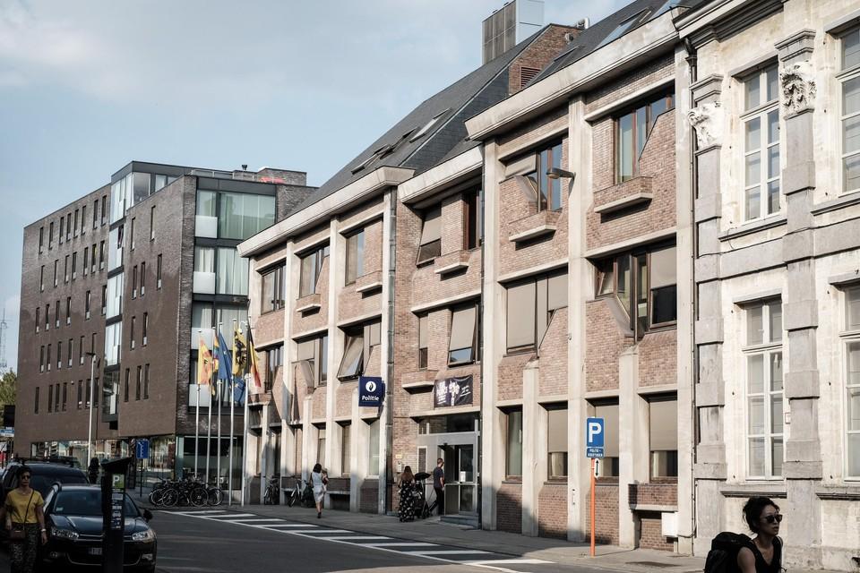 De dolle kerel stak in het cellencomplex van de lokale politie Mechelen-Willebroek een matras in brand