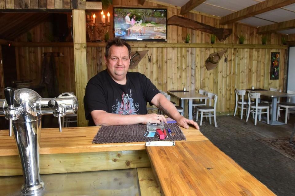 """""""Ik verwacht een gepeperde boete. Na een jaar met amper inkomsten valt dat zwaar"""", zegt cafébaas Bart Van Looy."""