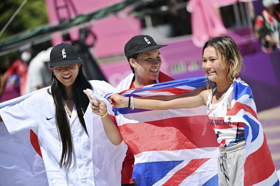 Drie tieners op het podium: van links naar rechts twaalf, negentien en dertien jaar oud.