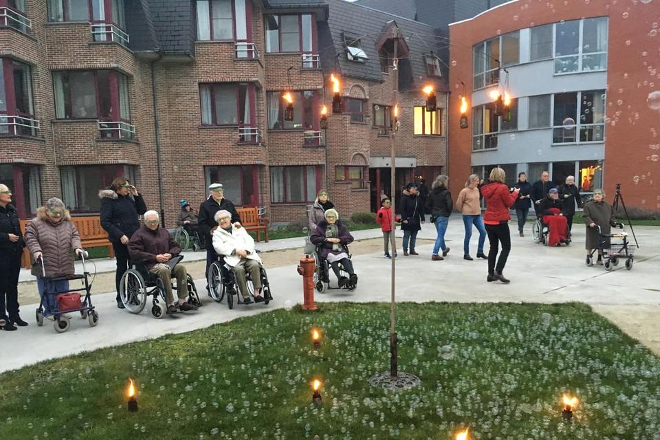 De binnentuin van het WZC Ten Weldebrouc. De bewoners kregen vandaag het nieuws van de vaccinatie op 13 januari.