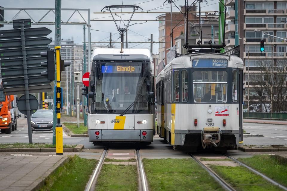 """Door uiteenlopende problemen vallen er in Antwerpen dagelijks tot zestig tramritten weg. """"Het wordt dat tijd dat het openbaar vervoer de 21ste eeuw binnentreedt"""", zegt Imade Annouri (Groen)."""