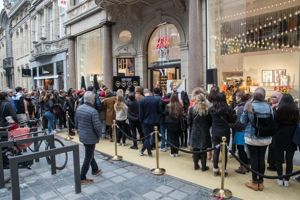 Veel volk bij de opening van de nieuwe flagshipstore van H&M in 2017.