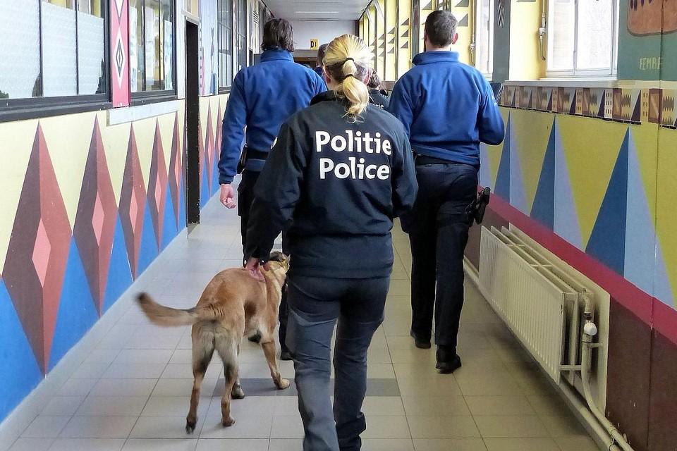 De politie voert geregeld drugscontroles uit in de scholen van Geel.