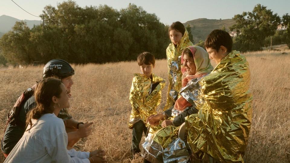In de openingsfilm ontmoet Melati jongeren die de wereld willen veranderen.