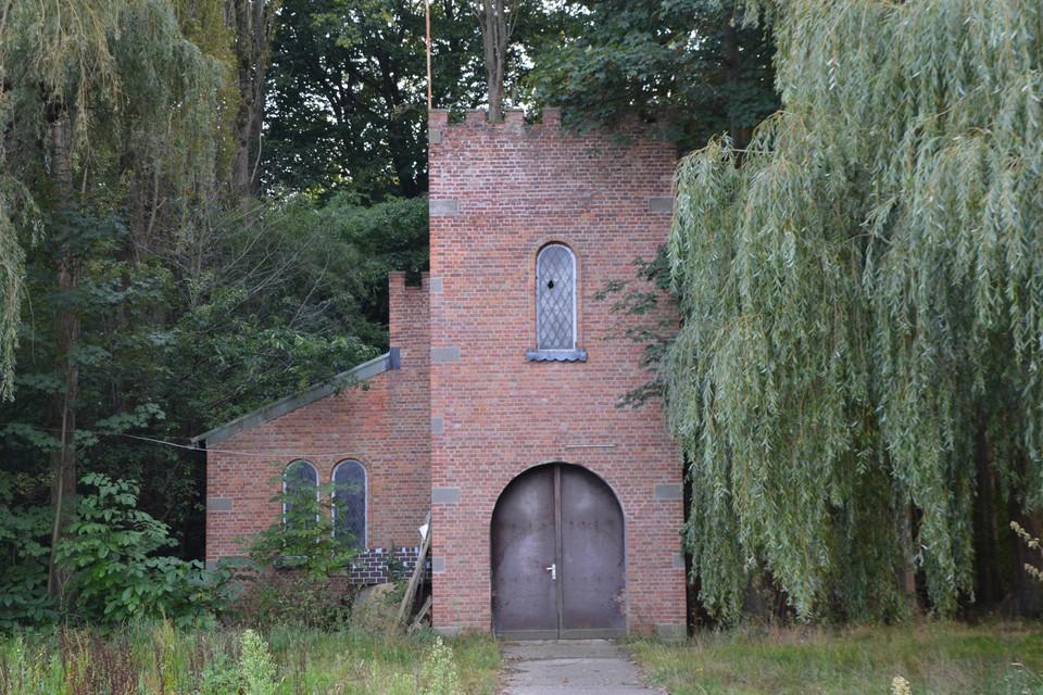 Het kerkje van het voormalig Engels kamp. Er zal onderzocht worden of het enige erfgoedwaarde heeft.