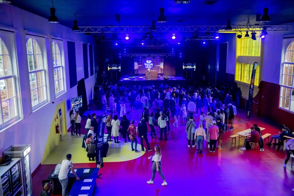Het Urban Center in Antwerpen. De jongeren willen dat hun voormalige begeleiders na hun ontslag snel nieuw werk hebben.