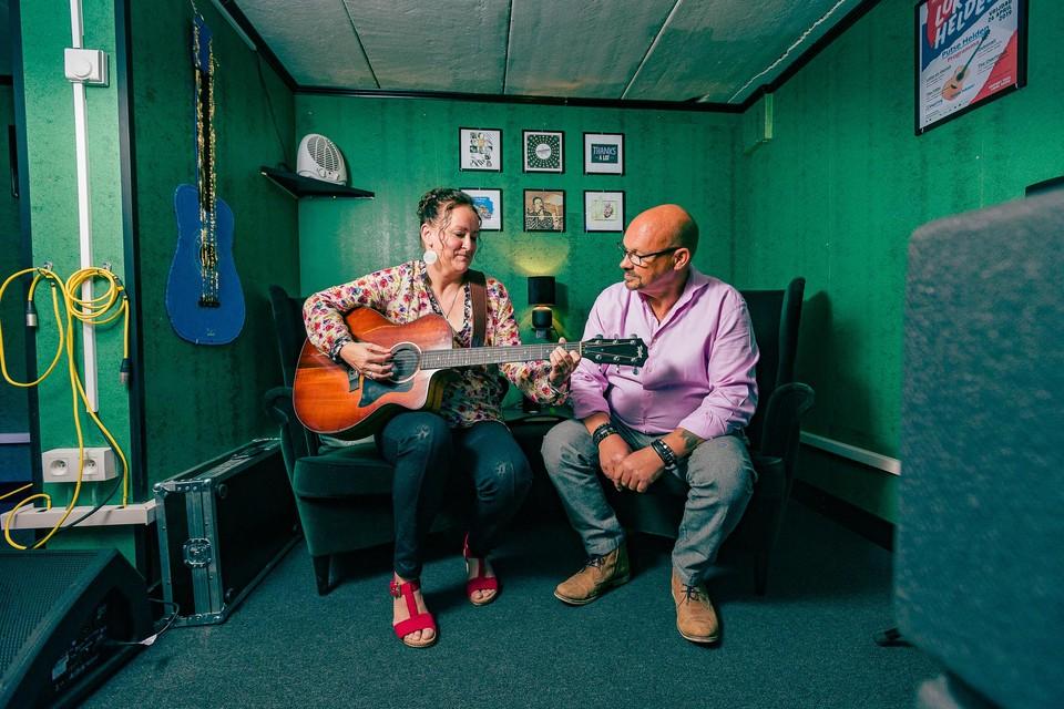 Fabienne en Bart in hun studio.