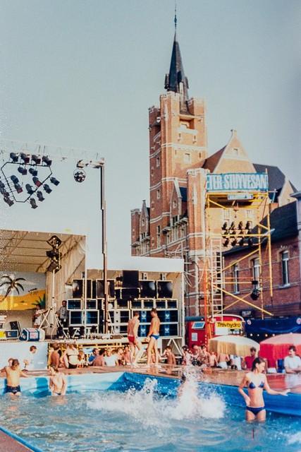 De Rio organiseerde tal van legendarische feestjes, waaronder de beachparty in 1983.