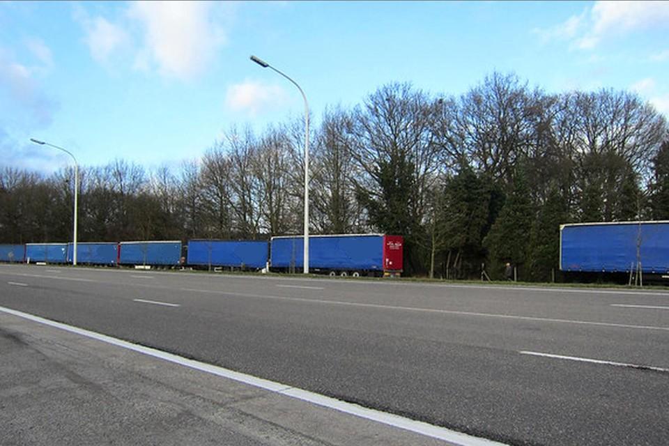 Voortaan mogen er geen vrachtwagens van +3,5 ton meer op de Oud-Strijderslaan parkeren.