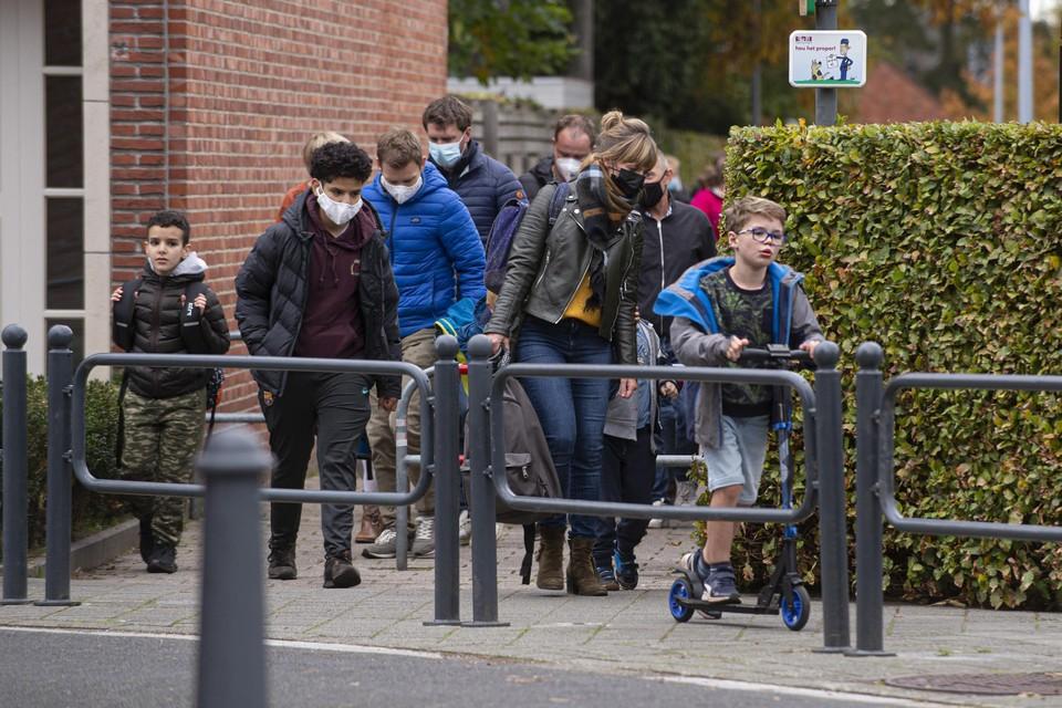 Leerlingen verlaten de basisschool Delta in Oud-Turnhout.