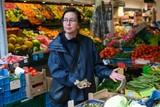 thumbnail: Daphne Aalders van Food For Foodies organiseert in het kader van Berchem Bazaar nieuwe, culinaire wandelingen in de Statie- en de Driekoningenstraat.