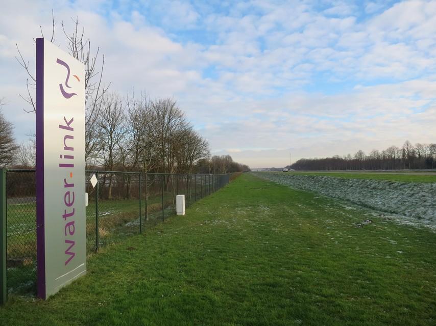 De Water-Link-drinkwaterproductie langs het Albertkanaal op grondgebied Oelegem (Ranst), vlakbij Schilde.