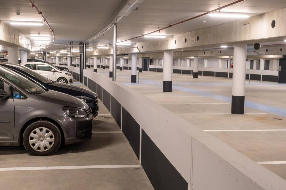 Ondergronds is er gratis plek voor 350 wagens.