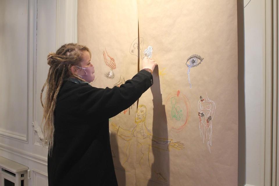 Bezoekers aan de expo kunnen een vragenlijst over pijn invullen, waarna Wikke op basis van die antwoorden een tekening per persoon maakt.