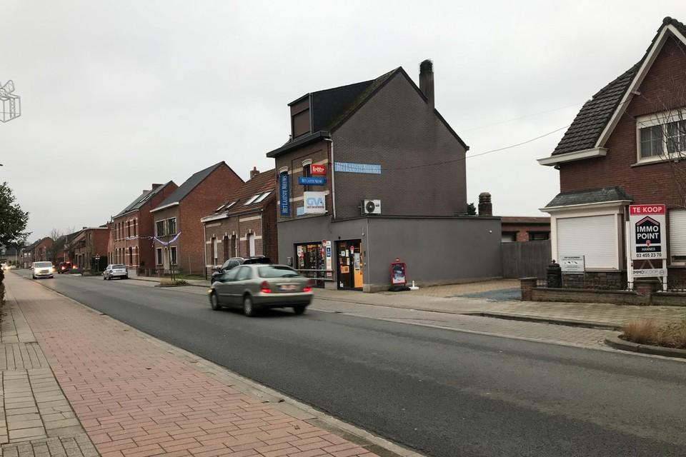 De dagbladhandel in Bevel-dorp.