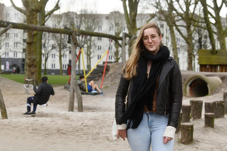 Emma Potargent (24) schreef een scriptie over de wijk 2060, meer bepaald over de publieke ruimte en hoe ze wordt gebruikt door jongeren.
