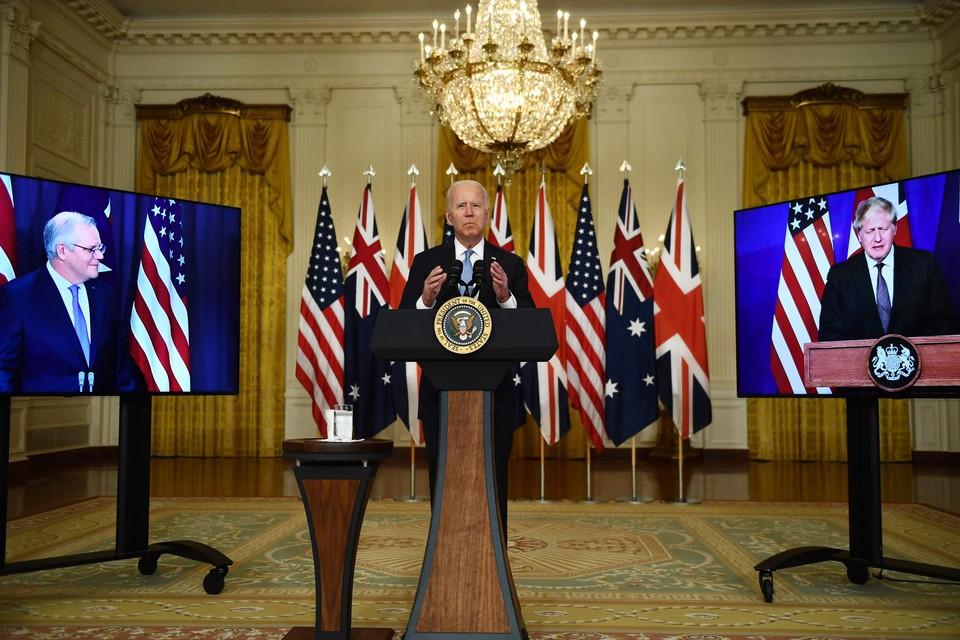 De drie regeringsleiders hielden een gezamenlijke persconferentie om het pact aan te kondigen.