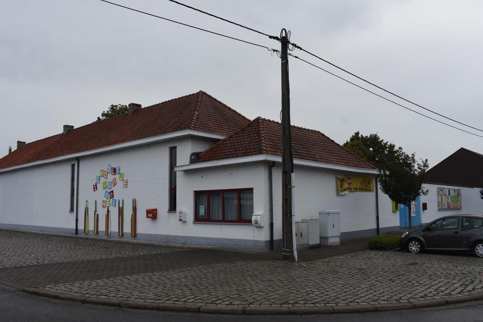 De gemeentelijke school van Heidehuizen.