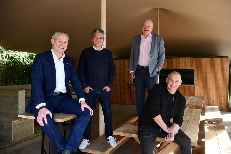 Walter Damen, Dave Peters, Paul Bistiaux en Patrick Goots wikken en wegen het eerste échte Antwerps burenduel in 16 jaar.