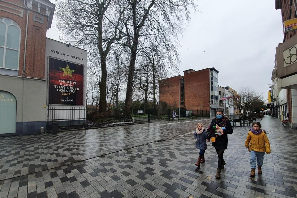 Op de grote blinde gevel in de Stationsstraat komt in april een opvallende muurschildering'.