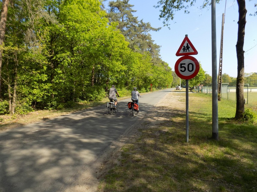De snelheidsbeperking gold voordien op slechts een deel van Poeyelheide, aan de sportvelden.