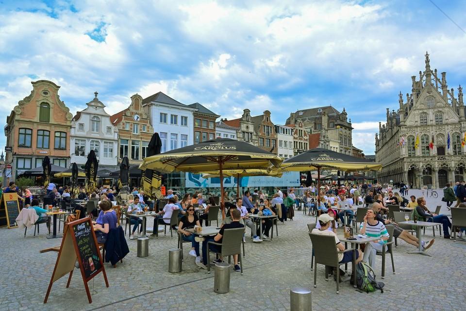 In Mechelen mogen de uitgebreide terrassen heel de winter blijven staan.