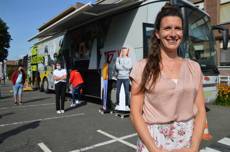 Jill van de Ven, directeur Onderwijs van het Revalidatiecentrum Pulderbos, voor de Mobibus.