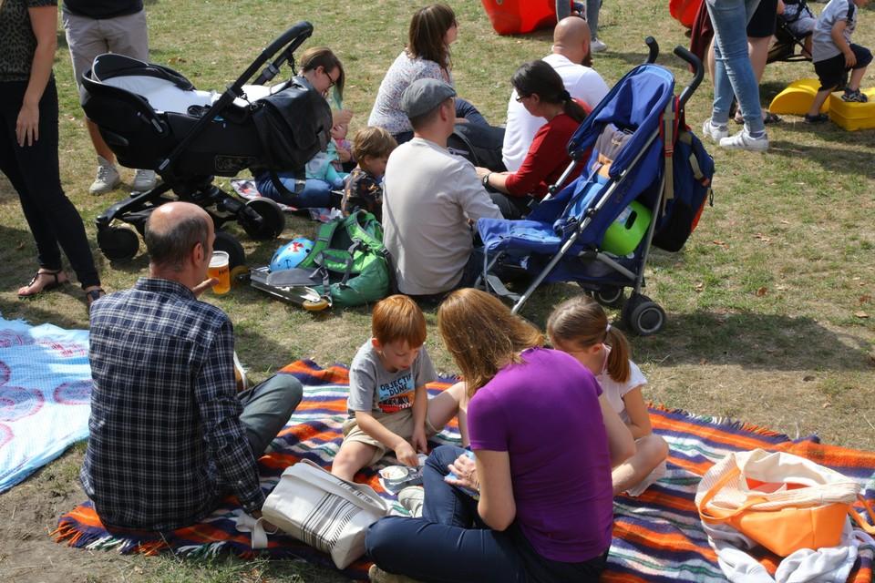 Alle Ekerenaren zijn welkom om samen te picknicken op de nieuw aangelegde evenementenweide.