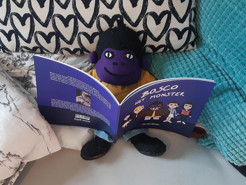 Bosco verslindt zijn eigen boek.