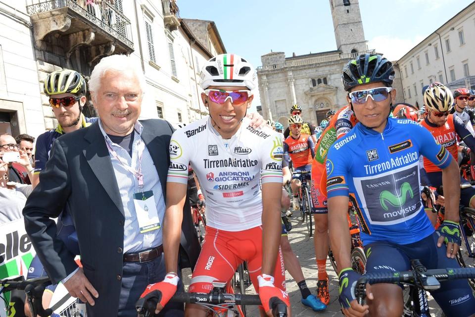 Thuis bij de Colombianen: Gianni Savio in 2017 met de latere Tourwinnaar Egon Bernal –die in zijn Androni-ploeg debuteerde –en Nairo Quintana.