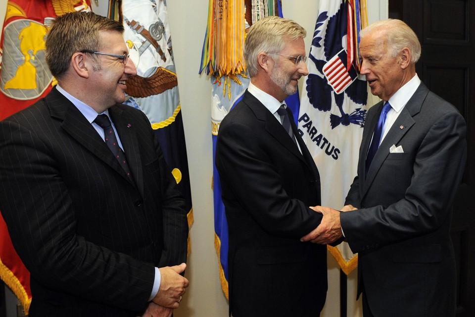 Koning Filip ontmoette Joe Biden 10 jaar geleden al eens, als prins. Dinsdag zullen er niet op dezelfde manier handen gedrukt worden.