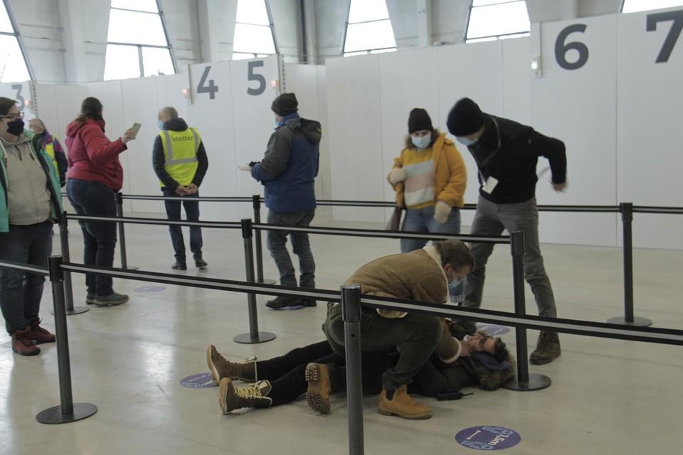 Een beeld van de testronde in het vaccinatiecentrum Rupelaar in Niel.