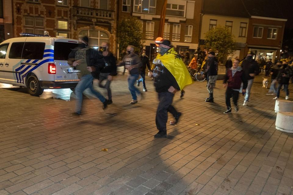 Het incident gebeurde vrijdagavond, toen meer dan driehonderd Vlaams- nationalisten samentroepten in het centrum van Puurs.