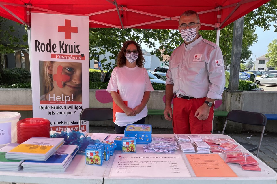 De vrijwilligers van de Heistse Rode Kruis-afdeling vatten nog tot en met zondag post in Heist-centrum.