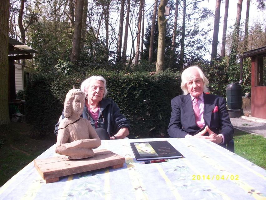 Mariëtte Coppens en André Vermeulen, die het initiatief nam voor het beeld.
