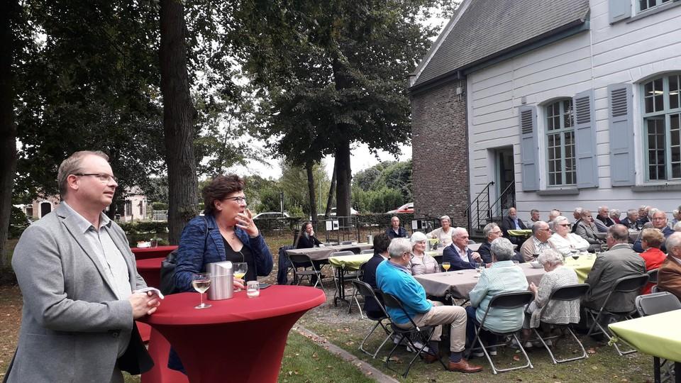 Burgemeester Gaston Van Tichelt (CD&V) en schepen Brigitte Quick (CD&V) woonden de viering bij.