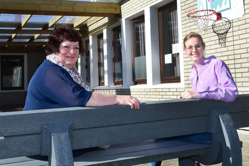 Directrice Bie Van Gelder en psychologe Jasmien Heyns van de school Nautica.