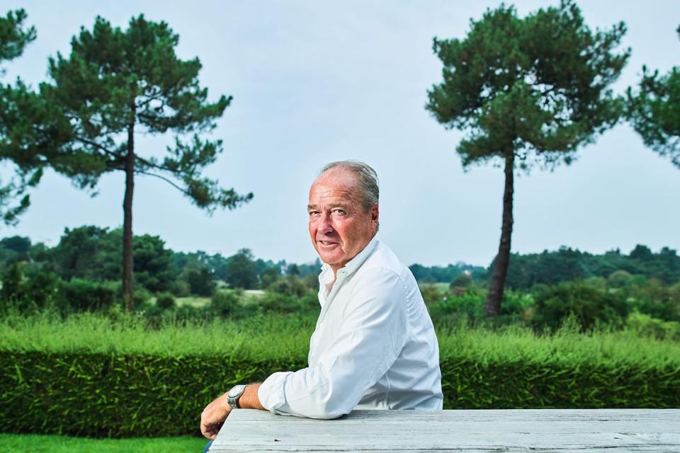 """Raymond Tanghe woont met zicht op het groen van de Royal Zoute Golf Club: """"De levensstandaard in Knokke ligt hoog. Dat is voor mij de reden geweest om er te komen wonen."""""""