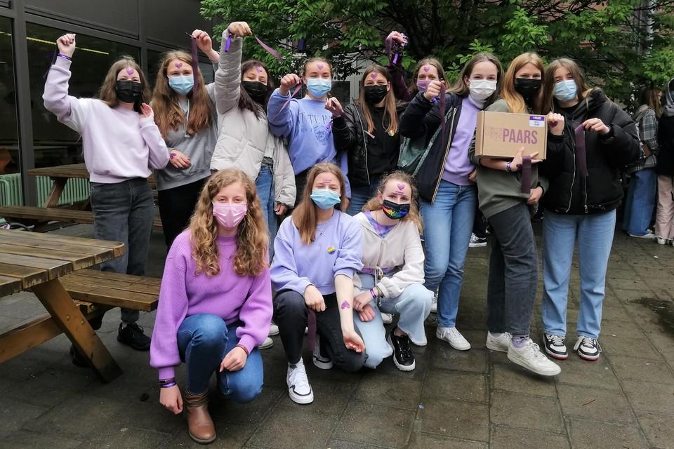 Heel wat leerlingen trokken een paars kledingstuk aan, of haalden een regenboogbutton en plaktattoo boven.