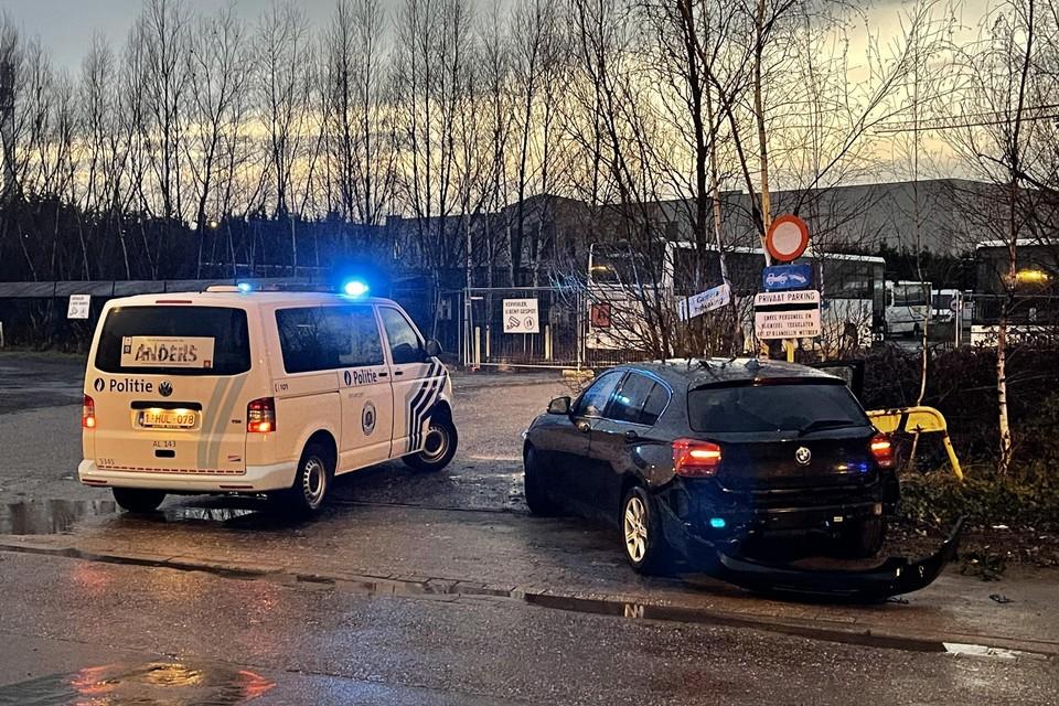 De bestuurder crashte in de Lageweg. Hij en zijn passagier werden opgepakt.