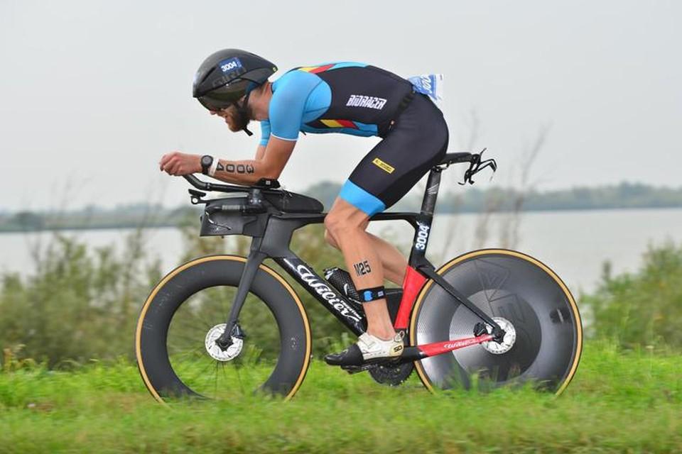 Lambrechts tijdens de fietsproef in Almere.